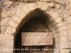 Guimerà - placeta al davant de l\'església de Santa Maria - Sarcòfag.