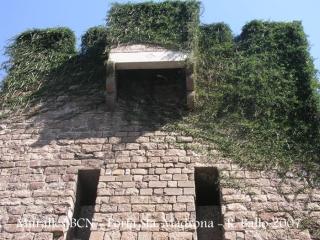 bcn-muralla-medieval-porta-de-sta-madrona-070804_23