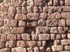 Muralles de Prades: pedra rogenca.