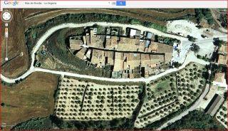 Nucli de Mas de Bondia – Montornès de Segarra - Captura de pantalla de Google Maps. Aquesta vista aèria, permet observar perfectament l'estructura de vila closa.
