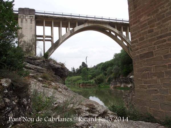 """Pont NOU de Cabrianes – Sallent - Al costat, el pont """"vell"""" de Cabrianes."""