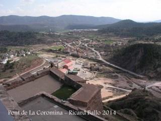 A la dreta, veiem el Pont de La Coromina des del castell de Cardona. A l'esquerra un dels baluards del castell de Cardona, vist de d'una posició més elevada del mateix castell.