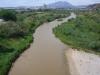 Pont del Diable - Martorell. Vistes des del pont. El riu Llobregat. Al fons, la muntanya de Montserrat.