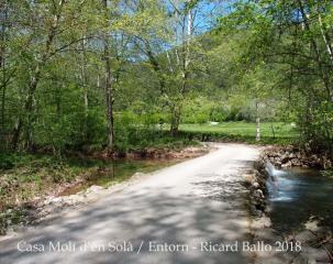 Vora el Pont del molí d'en Solà – La Vall de Bianya / Passera d'obra, pas inundable.