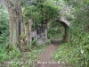 """Pont Romà – Oix - ... """"Al seu costat un petit arc permetia agafar el camí, que hi ha paral·lel a la riera, cap a Pruneres i Castellfollit de la Roca ..."""