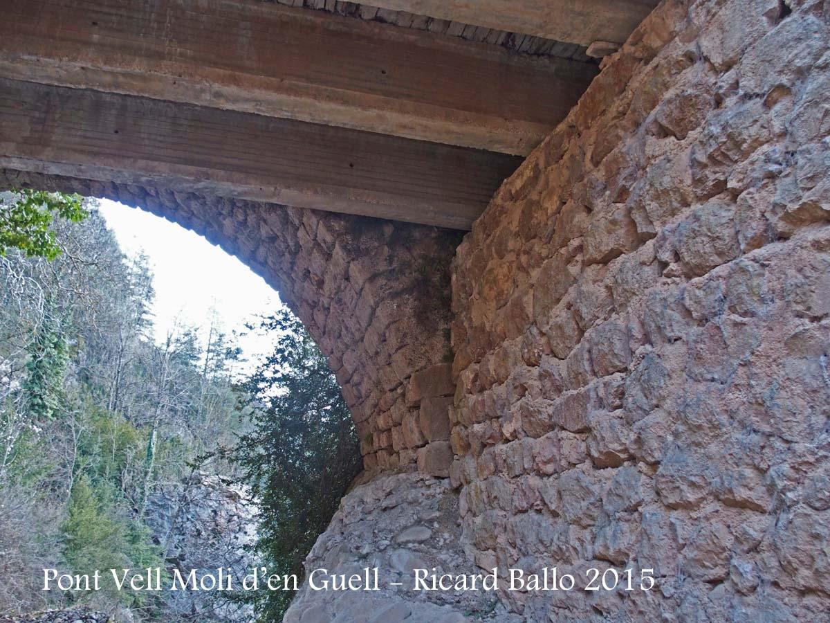 Pont Vell del Molí d'en Güell – Gósol - Una mínima vista d'un arc del pont
