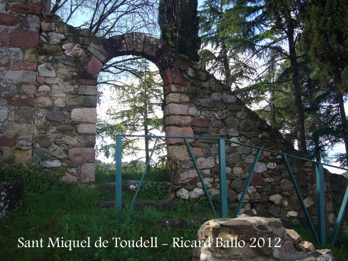 sant-miquel-de-toudell-120430_505