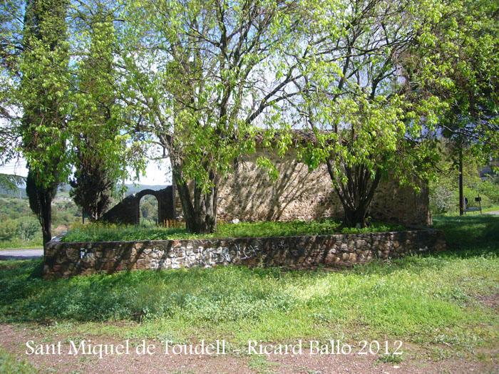 sant-miquel-de-toudell-120430_510