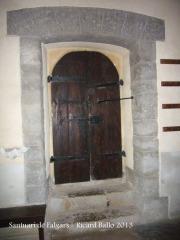 Santuari de Falgars - La Pobla de Lillet - Ferramenta original de la porta d'entrada, avui col·locada a la porta interior que comunica l'església amb la casa a nivell de planta baixa.
