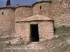Tines de la casa de les tines – Talamanca - En primer terme, una barraca de camp.
