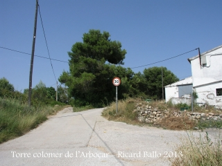 Torre colomer de l'Arboçar – Avinyonet del Penedès - Itinerari - Sortida de la carretera BV-2415 - Hem de continuar pel camí que es veu més a l'esquerra.