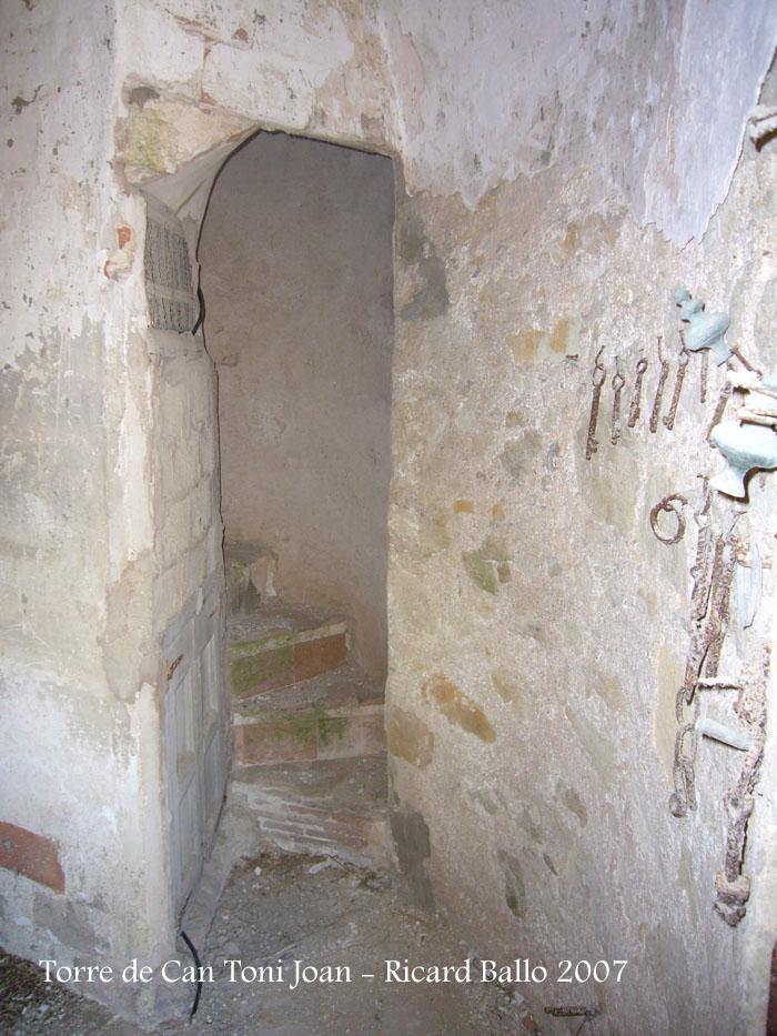 torre-de-la-masia-de-can-toni-joan-tordera_071201_512
