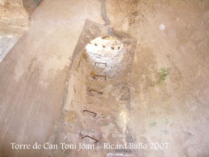 torre-de-la-masia-de-can-toni-joan-tordera_071201_516