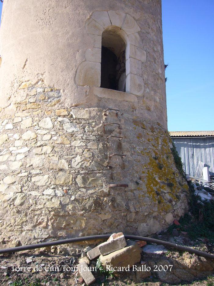 torre-de-la-masia-de-can-toni-joan-tordera_071201_521