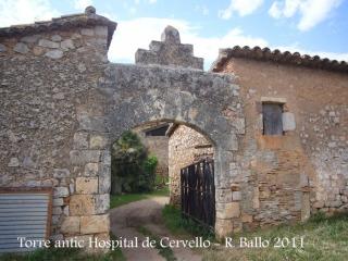 Torre de l'antic hospital de Cervelló - Olesa de Bonesvalls. Un dels portals d'entrada al recinte clos.