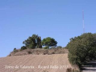 Torre de Talavera - A l'esquerra de la carretera, veurem la torre, mig amagada entre la vegetació.
