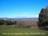 Vistes des del mas Figueroles - Al fons de la fotografia apareixen les muntanyes ben nevades, degut a les copioses precipitacions dels dies anteriors.