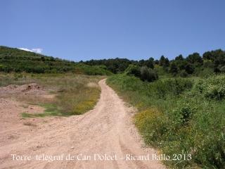 Itinerari per anar a la Torre del telègraf de Can Dolcet - Desviació (2). Vista del camí per on continuarem.