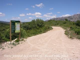 """Itinerari per anar a la Torre del telègraf de Can Dolcet - Desviació (3). Cartell """"Can Dolcet""""."""