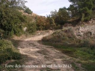 Ruta a la torre dels francesos - camí de continuació des de la casa abandonada.