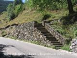 Torre dels moros-Espot. Escales d'accés al camí de la torre.