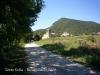 La Torre Vella - Entorn - En primer terme l'església de Sant Joan del Galí o de Sentfores.