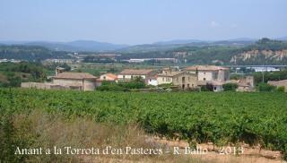 Vistes des del camí d'accés a la Torrota d'en Pasteres – Subirats - A l'esquerra, l'església de Sant Joan Sesrovires, a la dreta, la Torre-ramona.